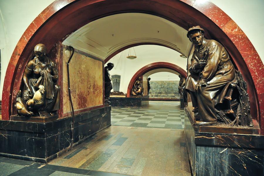 Метро Площадь Революции Скульптура