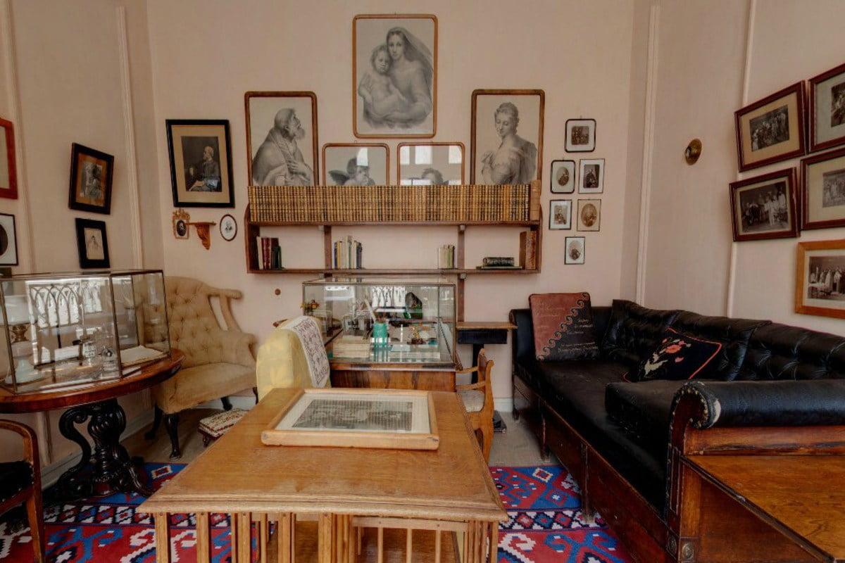 """Ясная поляна. Кабинет Л.Н. Толстого. На стене расположены фрагменты """"Сикстинской мадонны"""""""