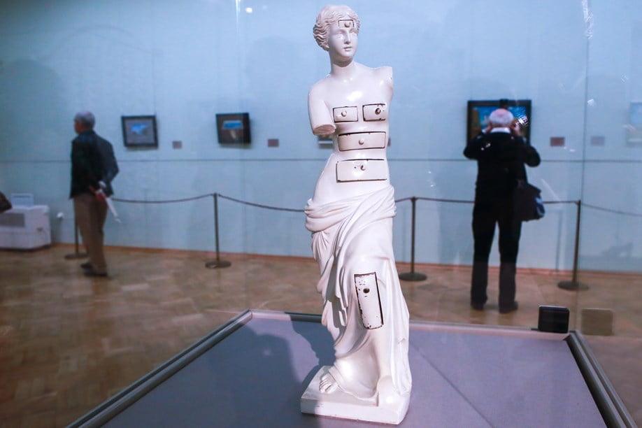Дали. Венера с ящиками. Выставка Эрмитажа