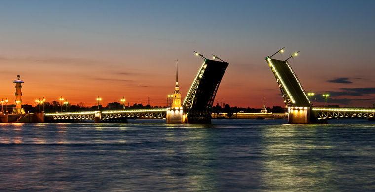 Дворцовый мост в Санкт-Петербург