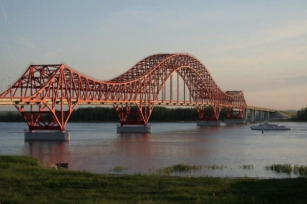 Мост Красный дракон через Иртыш в Ханты-Мансийске