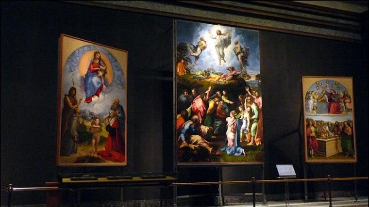 Зал с работами Рафаэля в Пинакотеке Ватикана