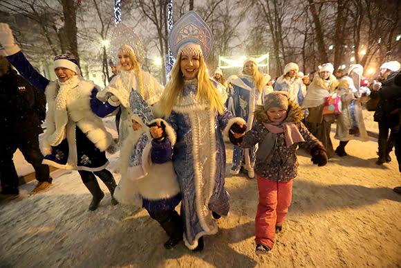 Parad Snegurochek10 - Парад снегурочек