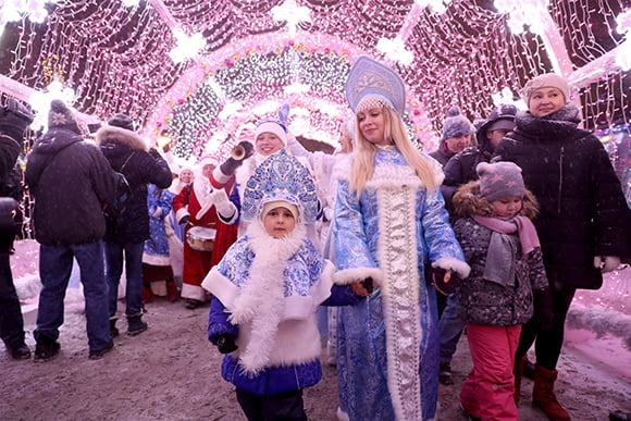 Парад Снегурочек
