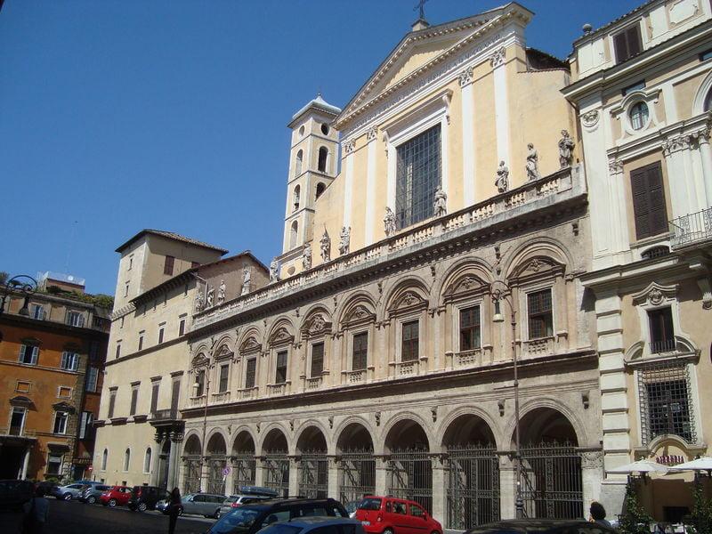 Церковь Святых апостолов в Риме