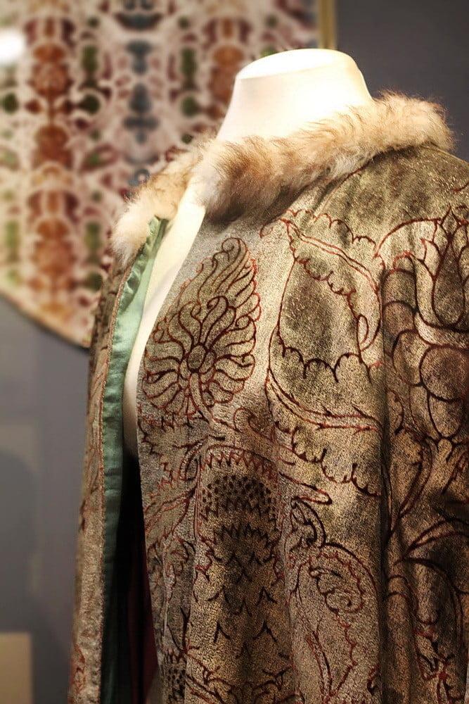 Мариано Фортуни. Театральный костюм (фрагмент). Отелло. Ок. 1930 г. Венеция. Шелковый бархат; набойка. Фонд Городских музеев Венеции, Палаццо Фортуни