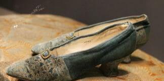 Туфли (к платью Элеонора), 1920-е гг. Лондон. Мастерская W. H. Smith. Шелковый бархат с набойкой производства Фортуни, кожа. Собрание Назима Мустафаева