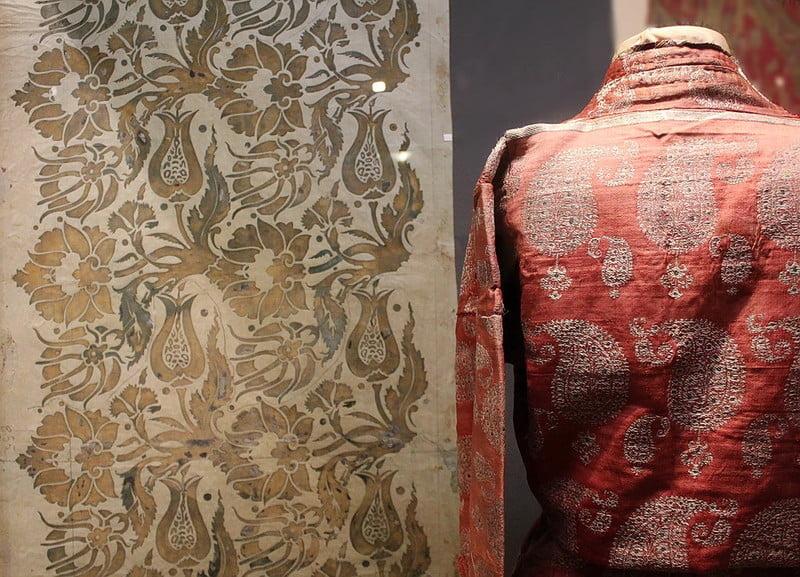 рисунке текстиля от Фортуни явно присутствуют средневековые мотивы