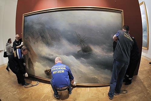 Демонтаж выставки Айвазовского в Русском музее