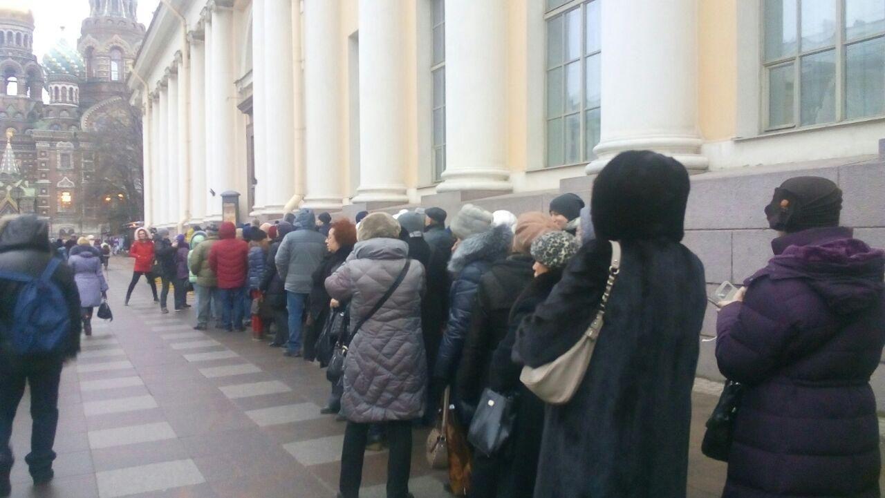 Очередь на выставку Айвазовского в СПб
