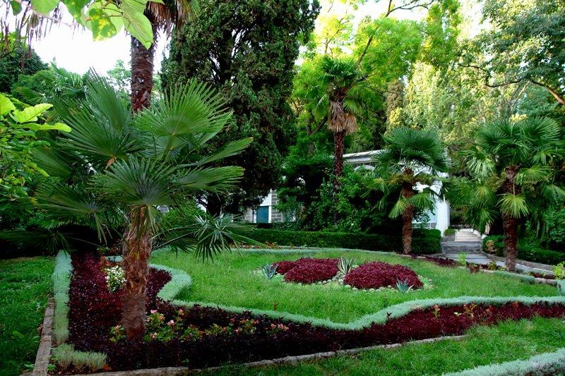 Парк имения Карасан. Крым
