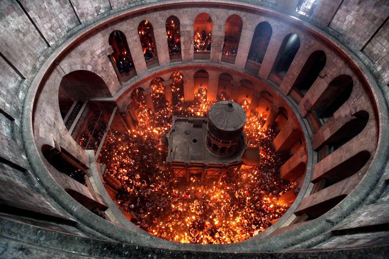 Кугуклия в Иерусалиме после схождения Благодатного огня