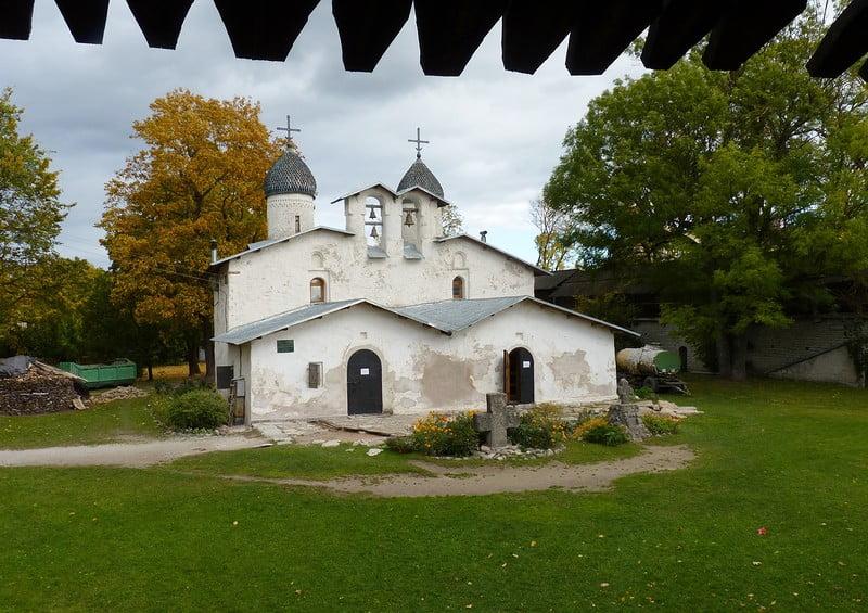 Церковь Рождества и Покрова Богородицы от Пролома. Вид с Покровской башни
