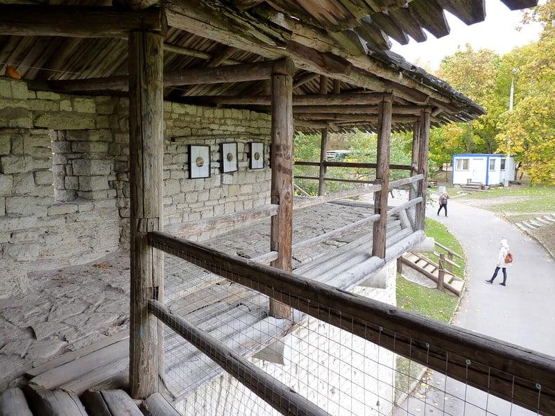 Переходы по крепостной стене в Покровском комплексе