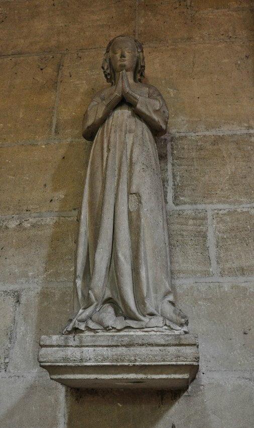 Статуя Изабеллы Французской в соборе Святого Людовика в Пуасси