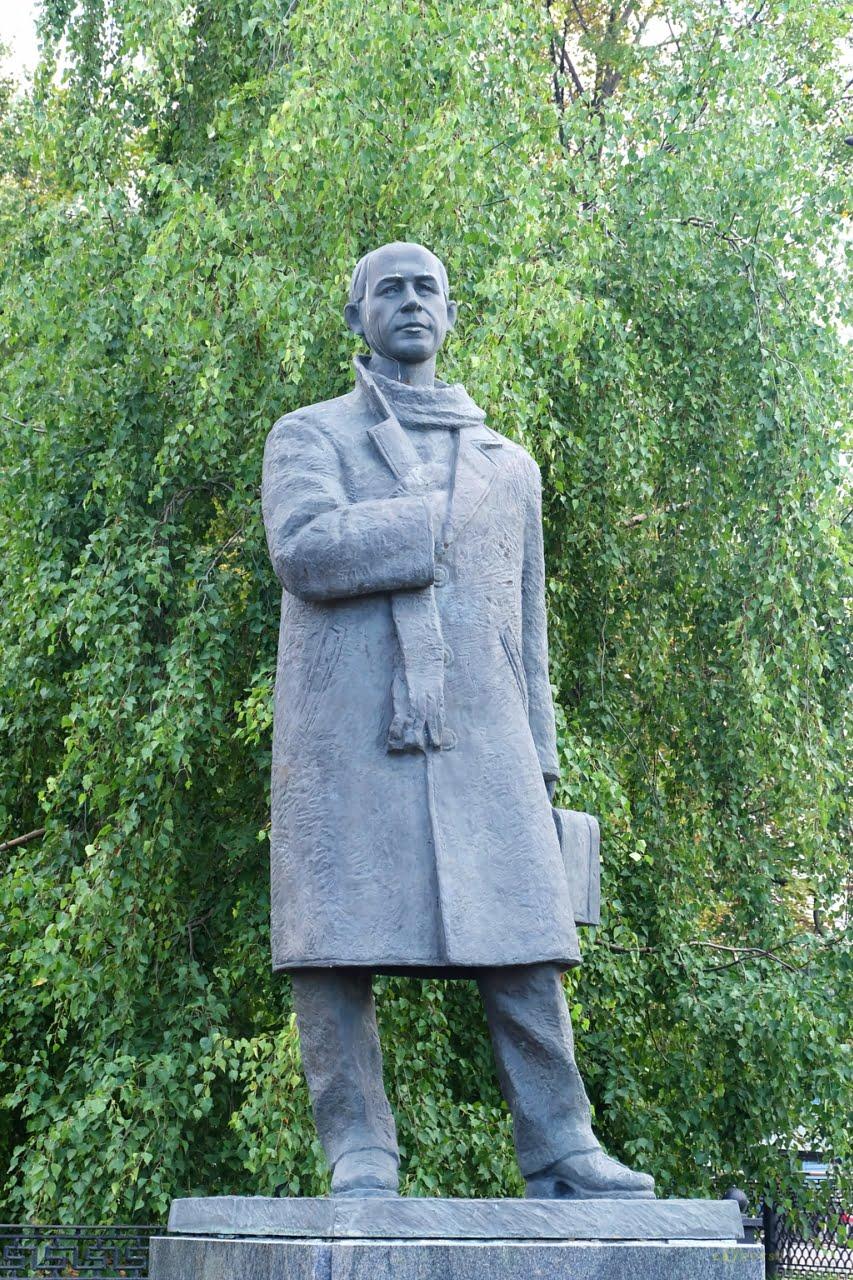 Памятник Рубцову в Вологде