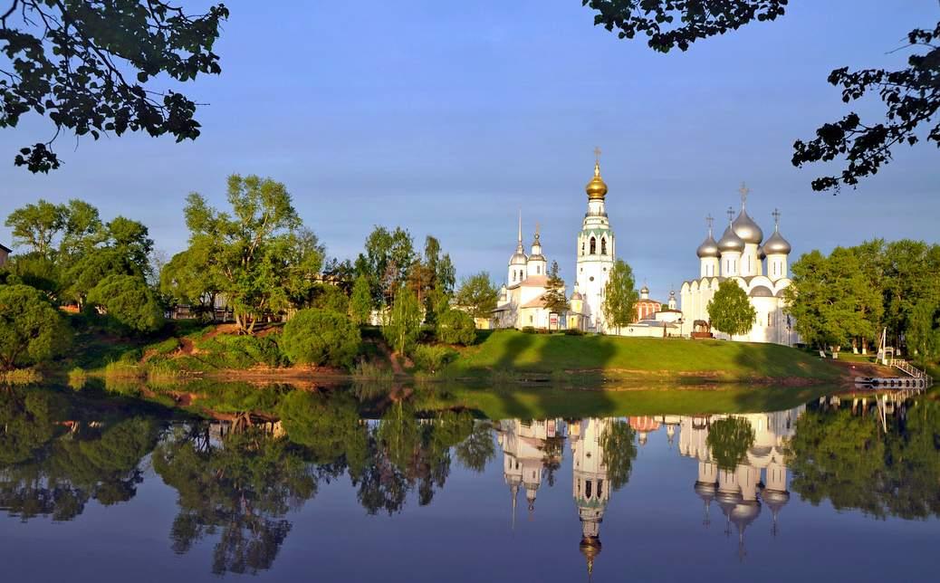 Вологодский Кремль со стороны реки Вологда