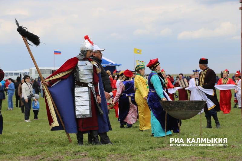 На фестивале тюльпанов в Калмыкии. источник: РИА Калмыкии