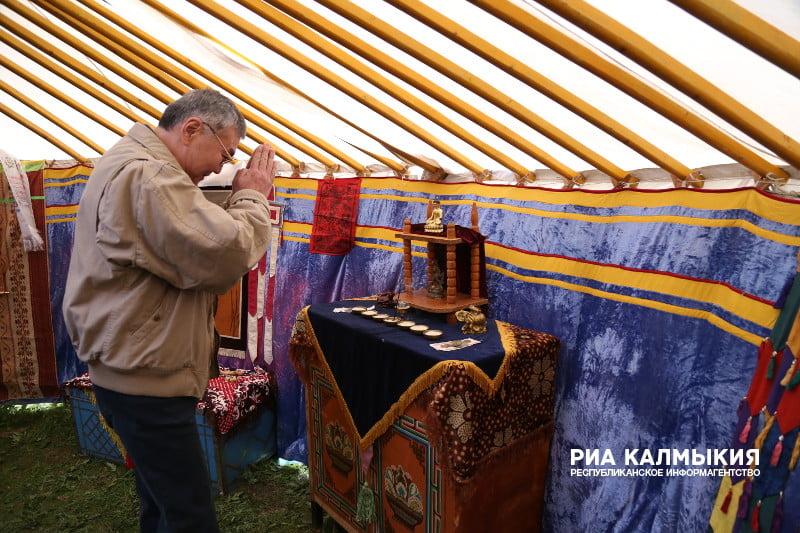 На фестивале тюльпанов в Калмыкии