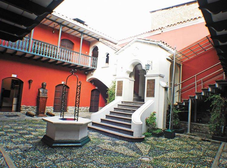Внутренний дворик в сохранившемся доме Мурильо в Севилье (Испания)