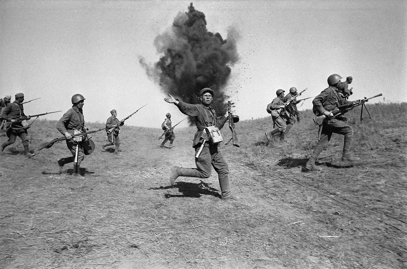 Политрук. Сталинград. 1943г.
