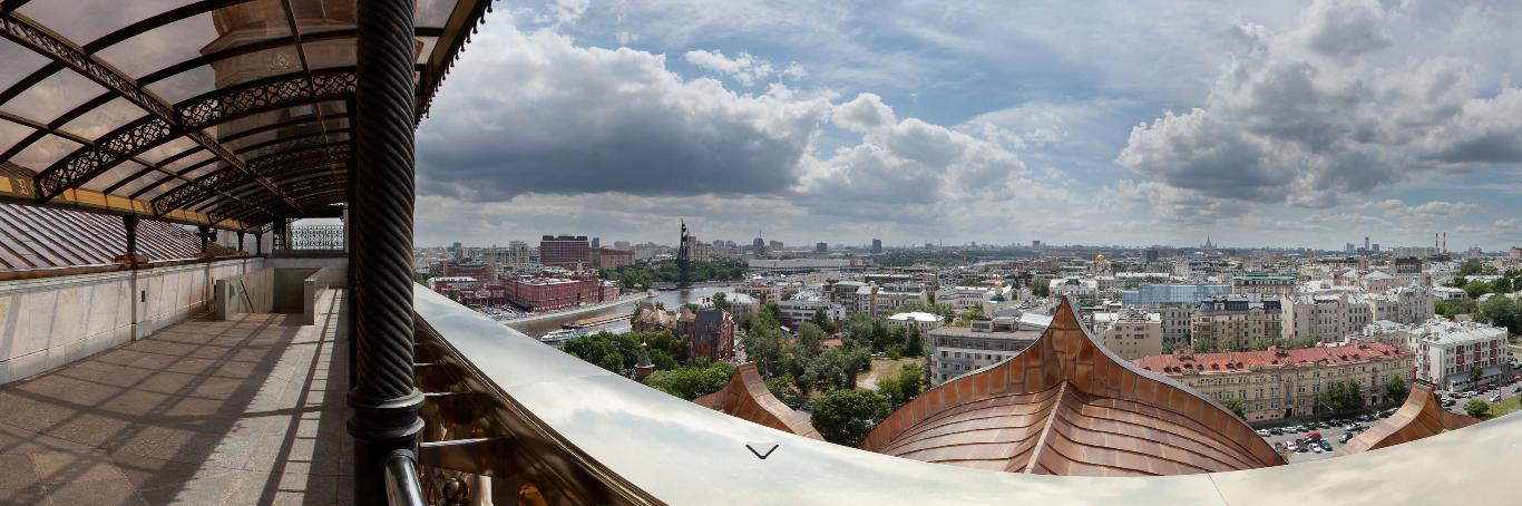 Вид на центр Москвы с крыши Храма Христа Спасителя