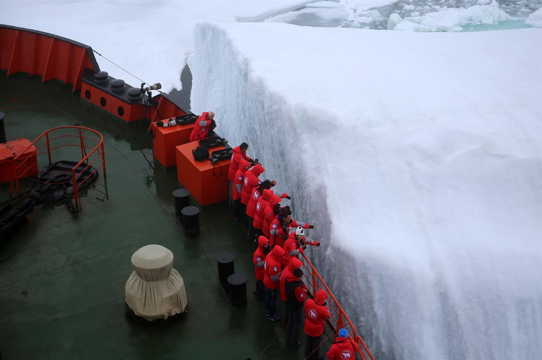 Айсберг на расстоянии вытянутой руки. У острова Гукера ЗФИ. Фото И.Скалина