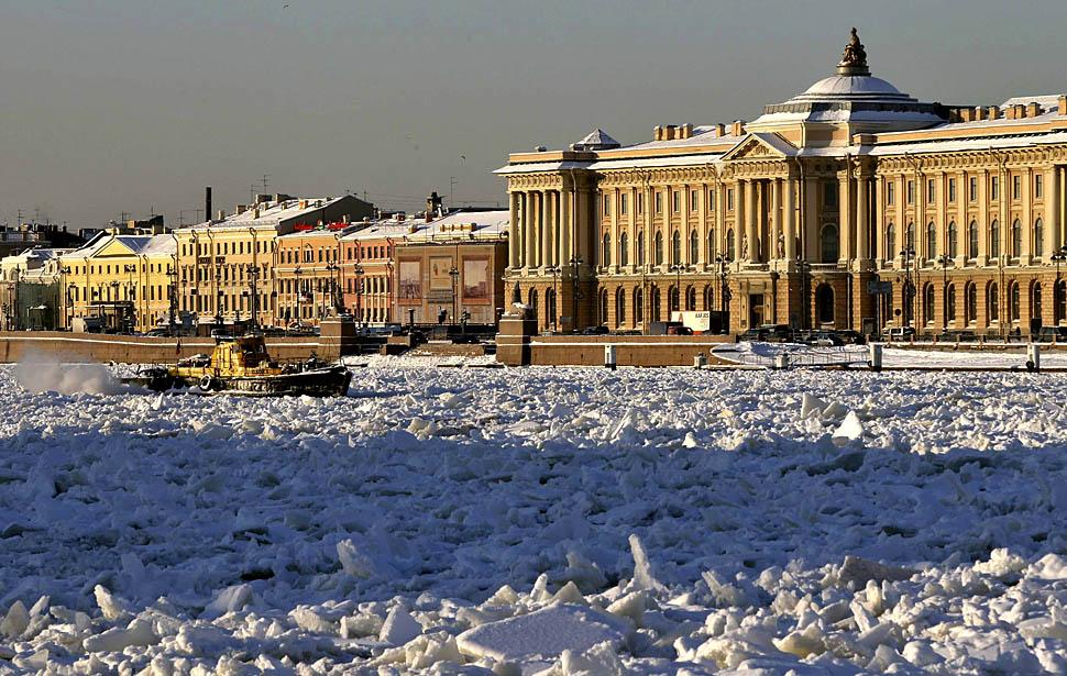 Санкт-Петербург зимой. Здание Академии художеств