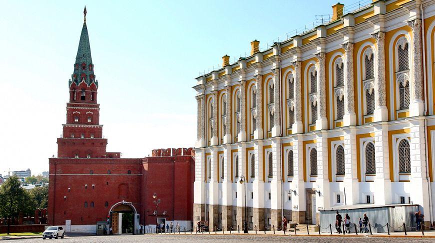 В кремле_здание Оружейной палаты