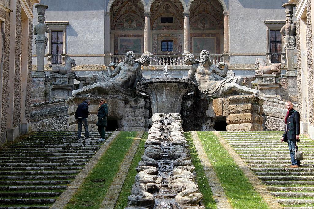 Вилла Фарнезе в 50 км от Рима. Местечко Капрарола
