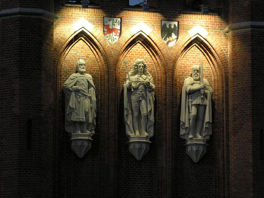 Королевские ворота Калининграда скульптурный фрагмент