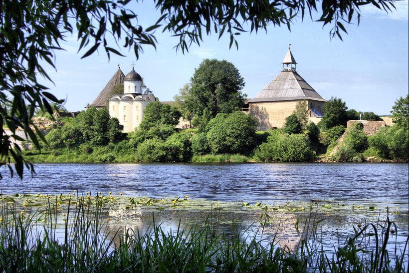 Укрепления Старой Ладоги и Успенский собор XII века