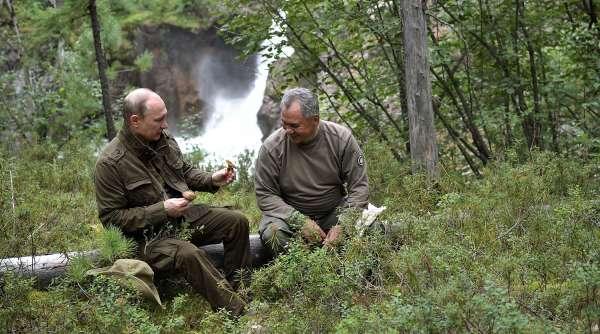 Путин и Шойгу на рыбалке в Республике Тыва. 2017 год