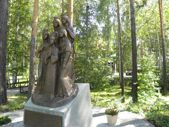 Памятник погибшим детям императора Николая Второго. Ганина Яма