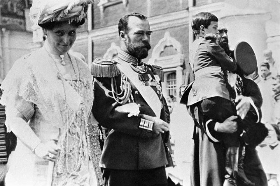Фотография императора Николая Второго, с супругой и сыном