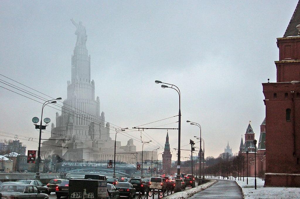 Вид от стен Кремля, если бы Дворец Советов архитектора Бориса Иофана был построен