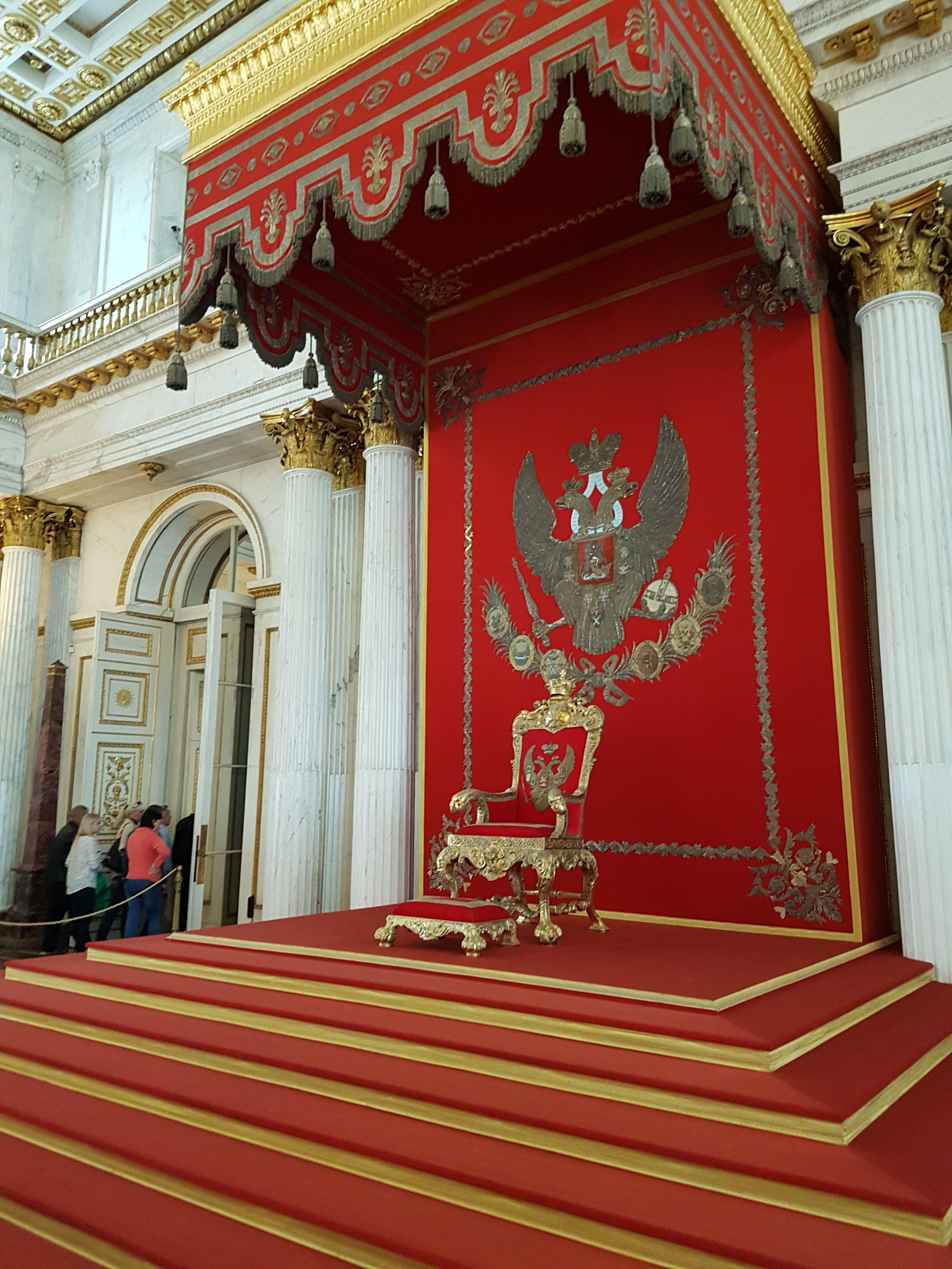 Георгиевский зал Эрмитажа. Тронное место