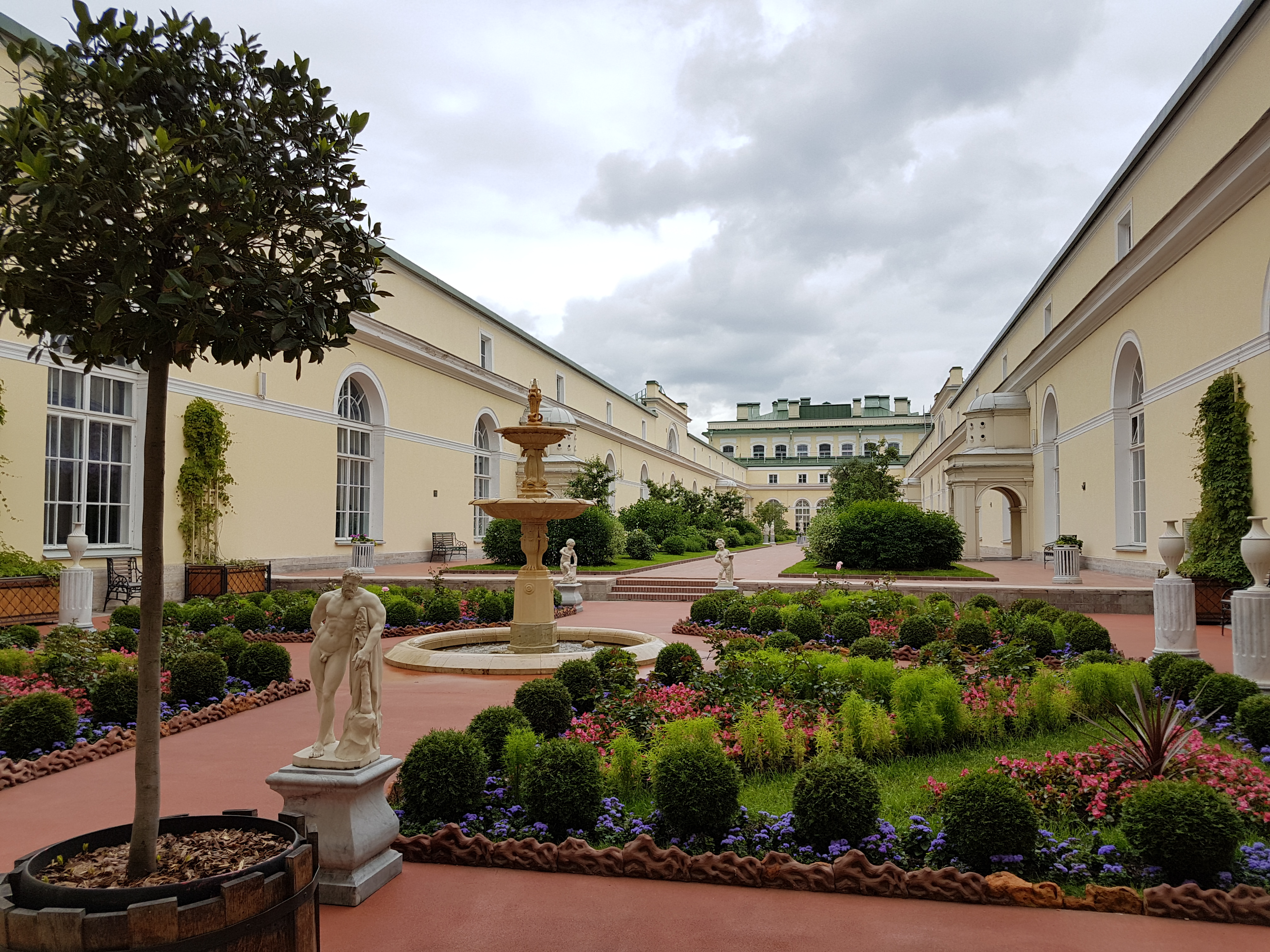 Висячие сады, авходящие с Павильонного зала