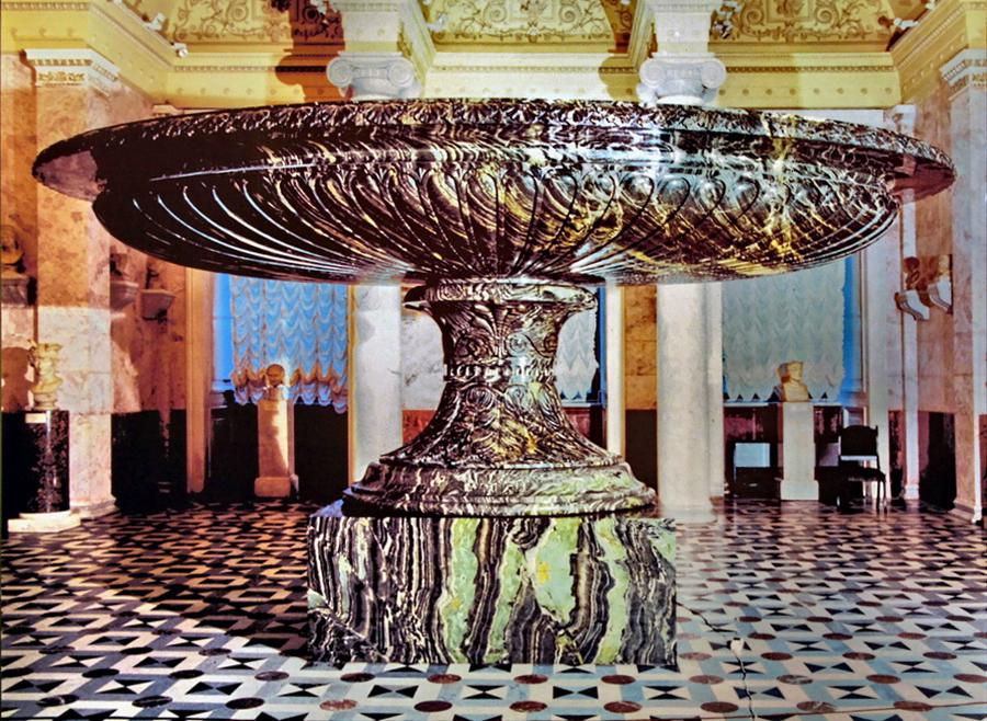 Большая Колыванская ваза в зале Большой чаши Эрмитажа