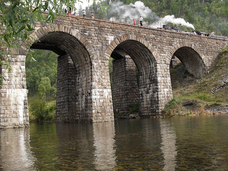 Один из мостов на Кругобайкальской железной дороге
