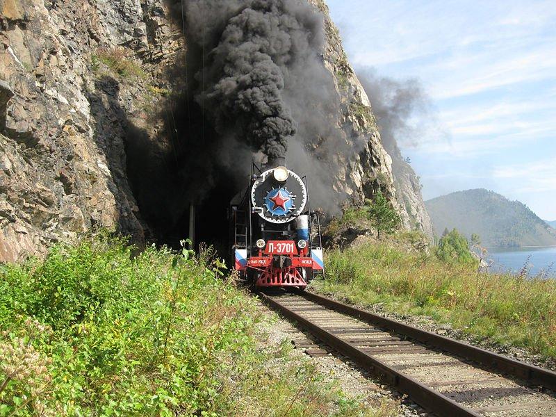Туристический поезд на Кругобайкальской железной дороге