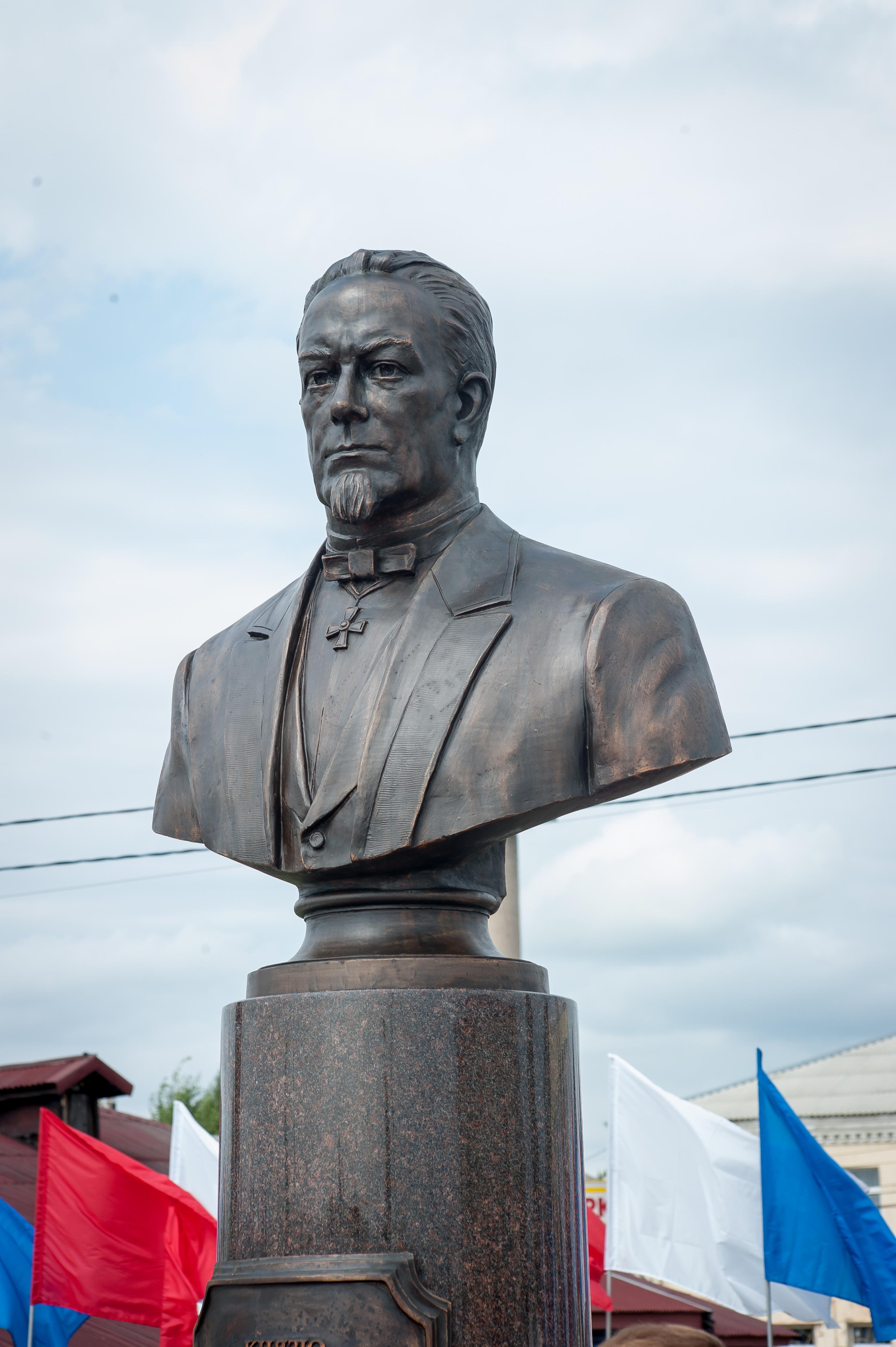 Бюст Михаила Хилкова