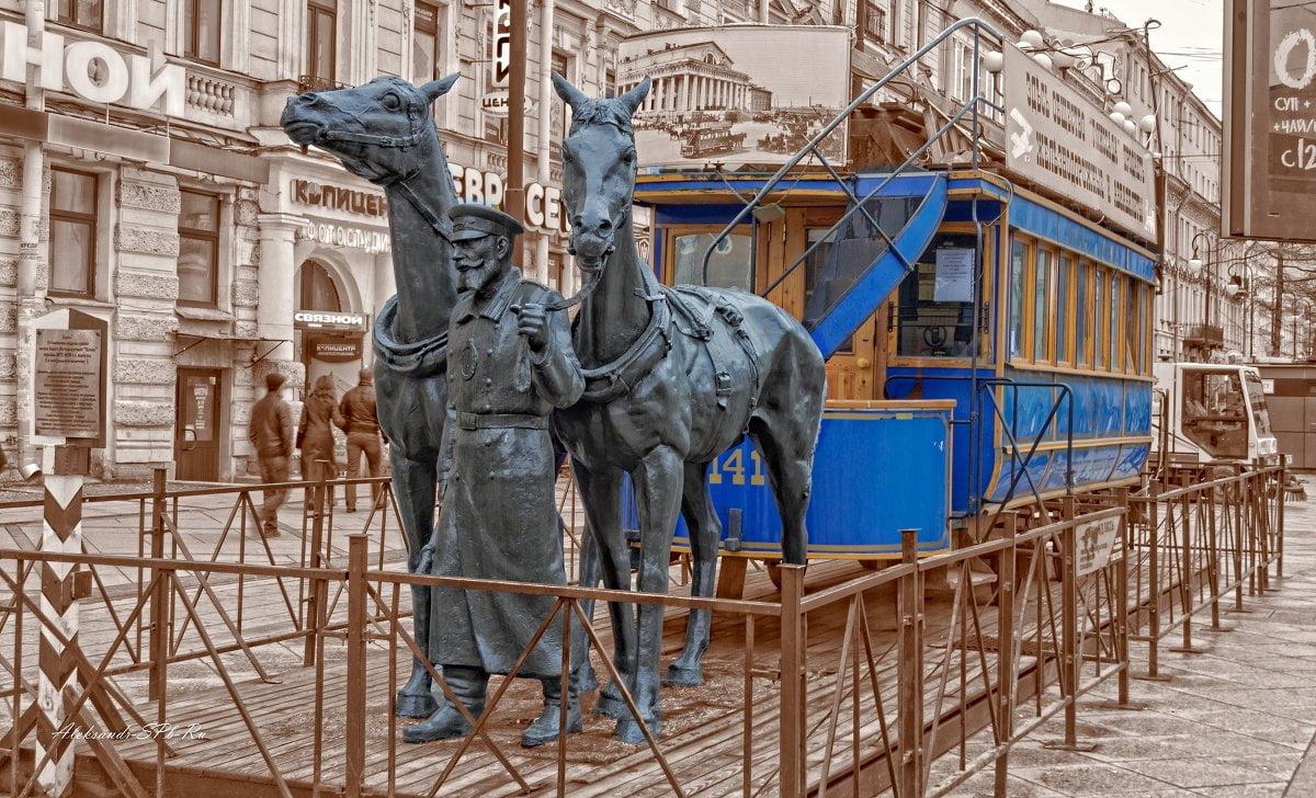 Памятник конке на Васильевском острове. Санкт-Петербург
