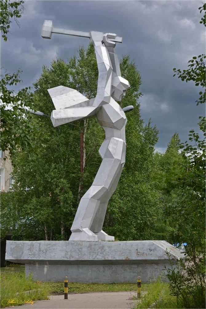 Тында. Памятник Мостостроителям