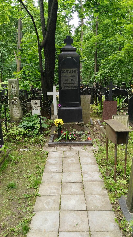 Могила Люсьена Оливье