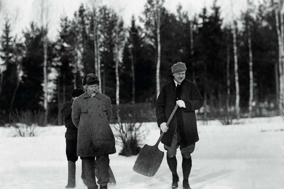 Репин и Шаляпин в Пенатах. Фотография