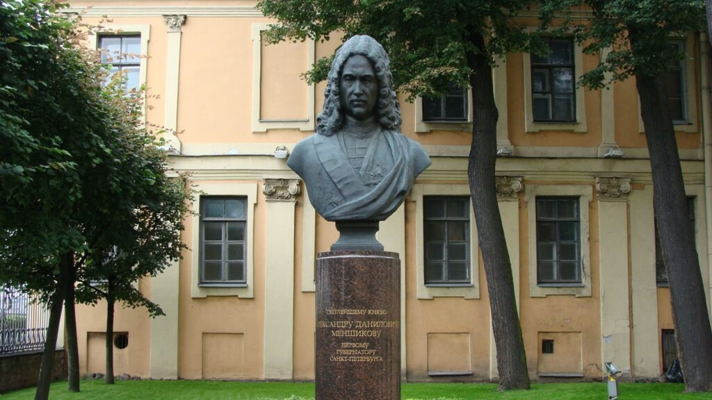 pamiatnik_menshikovu_okolo_menshikova_dvortsa_na_vasilievskom_ostrove