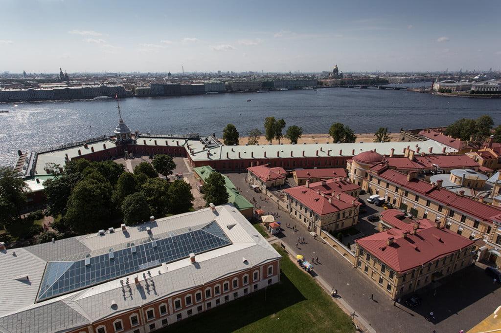 Вид со смотровой башни колокольни Петропавловского собора